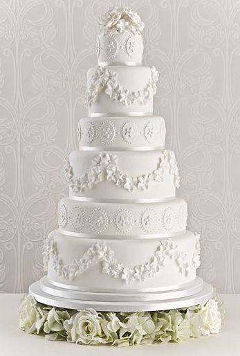 casamento_bolos_tipos_de_bolo_decoração_branco_delicado_trabalhado_flores
