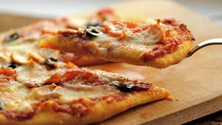 Pizza: Østersøens perle med laks og pizza med chili-persillefars og skyr | Mad