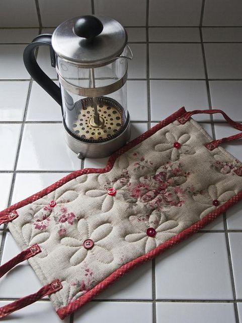 simplicity is perfection - Linen & Red french Press Cozy by Patchwork Pottery <3
