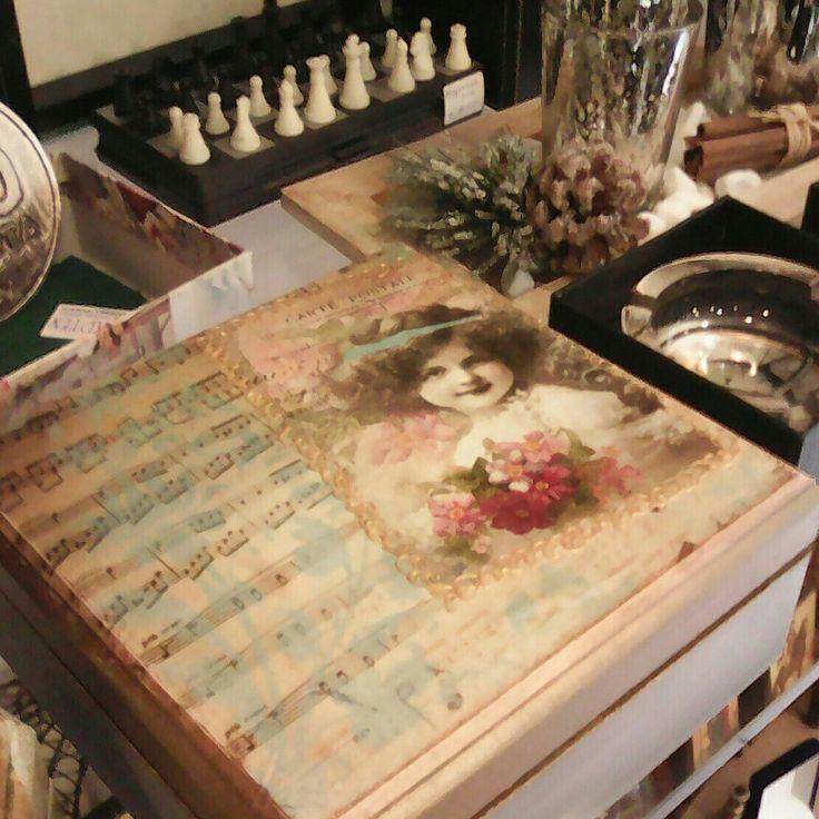 Vintage wooden box 💛💛💛