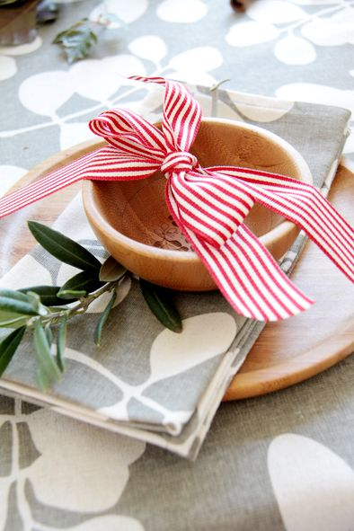 A bit of ribbon can go along way in jazzing up your place settings. Grab you best bowls and plates, and arrange with your favourite napkins . Then simply bundle up with ribbon or decorative string. Simple, affordable and sure to impress your guests. We have used our bamboo dip bowl and side plate with our Succulent Feather Grey napkin. www.dandi.com.au