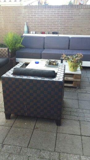 Leuke loungebank en tafel gemaakt van pallets!