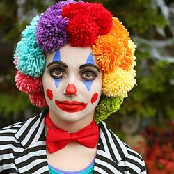 How to make a crafty clown wig from yarn. Im totally going to make this for Lily...she wants a circus afro she says