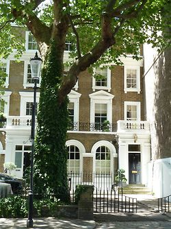 Chelsea, London Sigh... sigh... having lived in Pimlico I would love to get inside this one ... sigh