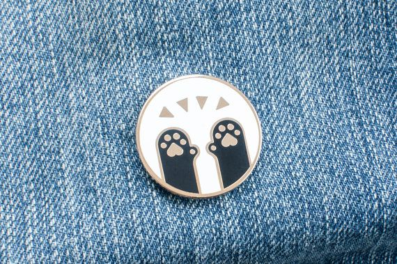 https://www.etsy.com/de/listing/548977229/pawsome-emaille-anstecknadel-weiss-hart?ga_order=most_relevant&ga_search_type=all&ga_view_type=gallery&ga_search_query=pawsome%20pin&ref=sr_gallery_1