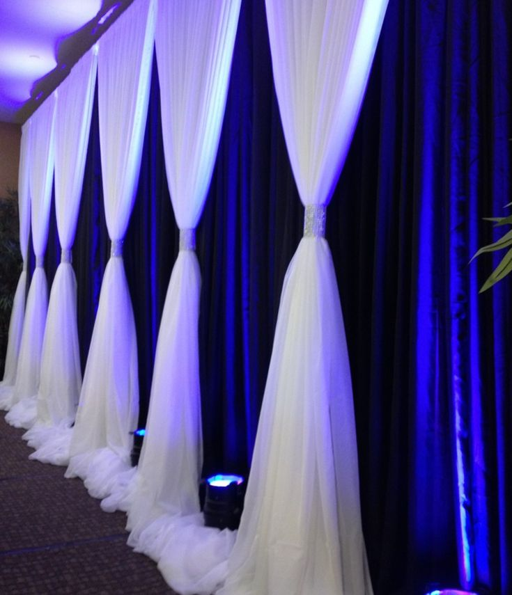 Wedding backdrop - this is definitely something we could do for a show and /or wedding for my job!!!