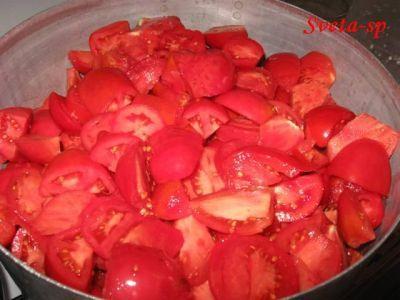 Ачучук на зиму.   Зимой открываете банку, к помидорам добавляете лук, нарезанный полукольцами, соль, красный перец. Если есть, зелень!