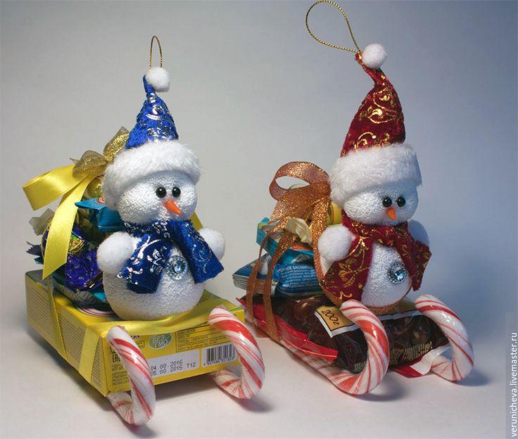 Новогодние сани из конфет. Подарки на новый год своими руками. Более 20 идей