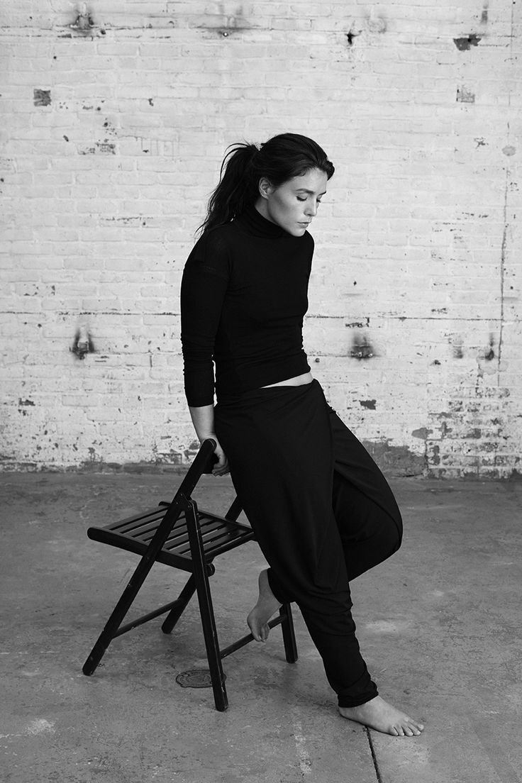 LADYGUNN-Jessie-Ware-05-123.jpg 900×1 350 pixels -> this black and white contrast, and the laid-back style clothing is perfection!