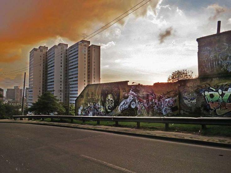 22. Graffiti subiendo de la Universidad Jorge Tadeo Lozano a la Circunvalar.