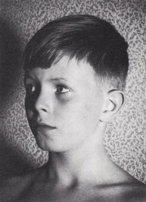 Young Bowie. Cutest boy ever.