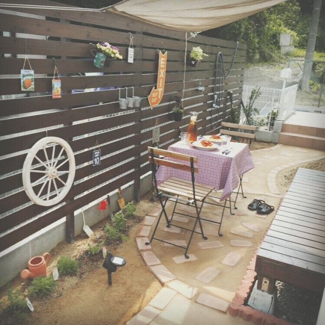nekomusumeさんの、玄関/入り口,手作りの庭,レンガ敷き,ウッドデッキDIY ,固まる土,ウッドフェンスDIY,IKEAのガーデンチェアとテーブル,手作りのテラス,ガーデンランチ,のお部屋写真
