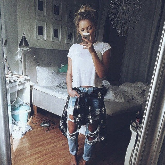 Ripped boyfriend jeans - All about style, fashion and beauty