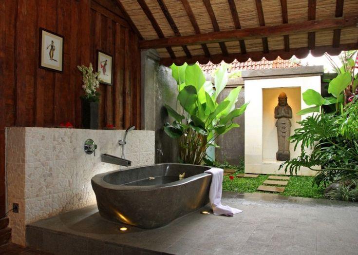 10 Jaw-Droppingly Gorgeous Luxury Bathroom Ideas to Inspire You ➤ To see more news about Luxury Bathrooms in the world visit us at http://luxurybathrooms.eu/ #bathroom #interiordesign #homedecor @BathroomsLuxury @koket @bocadolobo @delightfulll @brabbu @essentialhomeeu @circudesign @mvalentinabath @luxxu @covethouse_
