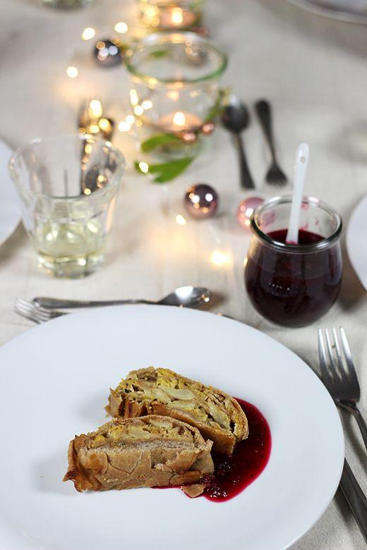 Vegetarisches Weihnachtsmenü Hauptspeise: Wirsing-Maronen-Strudel mit Cranberrysauce, Foodblog Holunderweg 18
