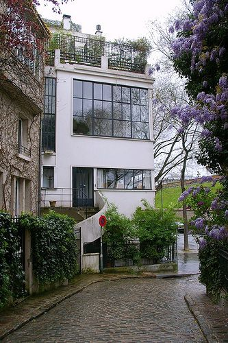 Atelier Ozenfant ~ A house and studio in Paris for famous architect/designer Le Corbusier's friend the painter Ozenfant. Built in 1922, it was at the time very modernist and minimalist.   Flickr/Thomas Winwood ᘡղbᘠ