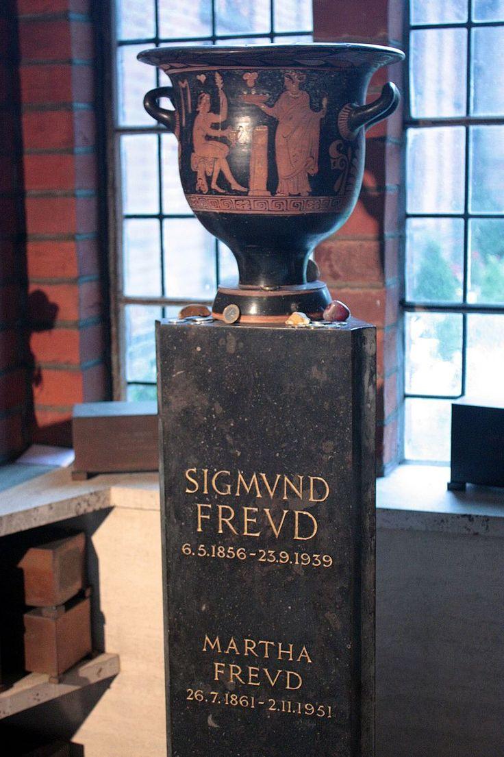 Freud's ashes in Golder's Green Columbarium - Sigmund Freud - Wikipedia