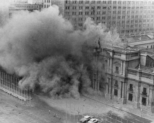 Bombardeo al Palacio Presidencial La Moneda, 11:30 del martes 11 de Septiembre, de 1973. Dia del golpe militar dirigido por Augusto Pinochet