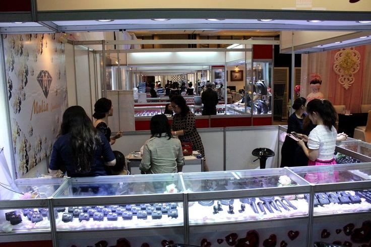 Diamond Jewelry booth #LifeAtIHG
