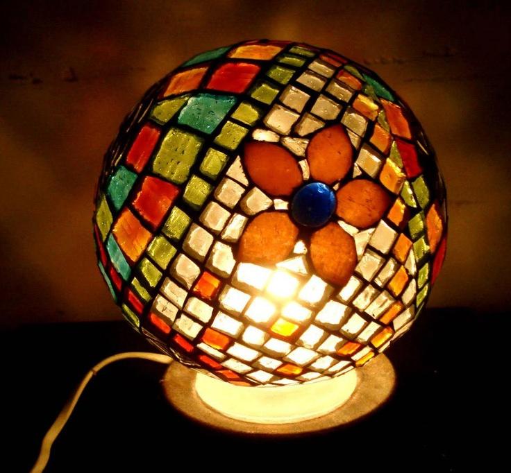 Let's shred some light on it! [Se hizo la luz!]. Mosaic lamp sphere. Lovely light!