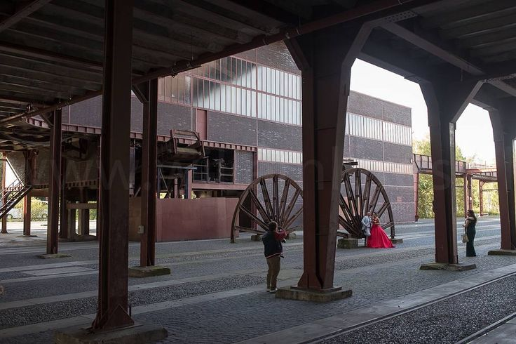 Oude mijnbouwschachten vormen een prachtig decor voor trouwfoto's.  #photography #travelphotography #traveller #canonnederland #canon_photos #fotocursus #fotoreis #travelblog #reizen #reisjournalist #travelwriter#fotoworkshop #willemlaros.nl #reisfotografie #fb #tw #ruhrgebied
