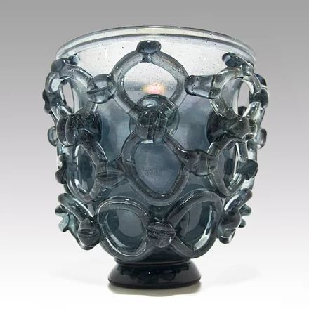 Foto: Rare and thin walled vase with ring-applications.  I would attribute it to Ercole Barovier???  Other opinions are always appreciated.   Grey glass, with corroso interior and iridized surface.  With old pontil break. Height: 16cm