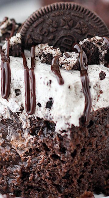 Ultimate Oreo Poke Cake - this POPULAR Oreo Poke Cake has way too much to love!