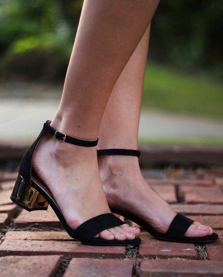 Black & Gold Kitten Heel #promheelsgold #GoldJewelleryOutfit