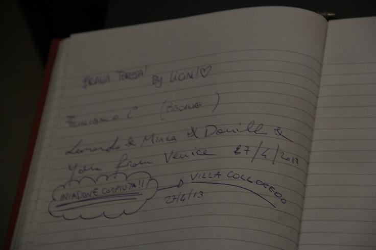 Anche degli invasori che si rispettino firmano il libro degli ospiti #invasionidigitali