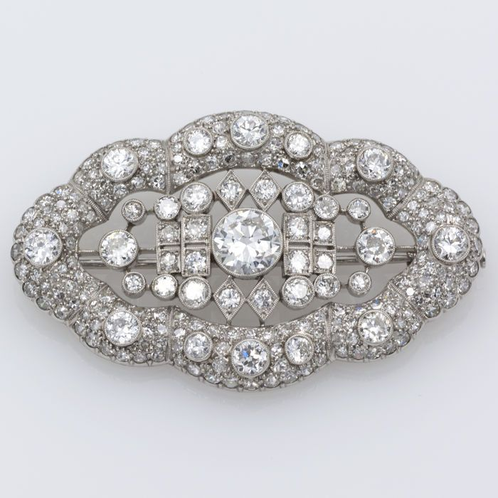 Broche estilo art-noveau en platino con diamante central de 1.35 ct.
