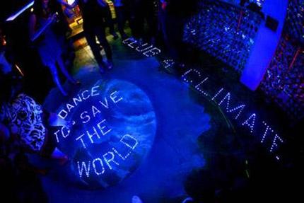 Sustainable Dance Club: la discoteca donde los bailarines dan luz. :) // www.holaluz.com #Electricidad #Energy #Energia #Eficiencia #Ideas #Consejos #Ahorro #Energetica #Tarifa #Factura #Contador ¿Por qué no hacemos las cosas más sencillas? #Ecologia #Sostenibilidad