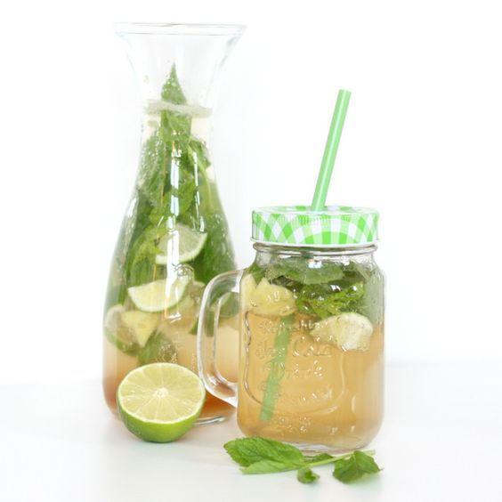 Vietnamesische Limettenlimonade mit Ingwer und Minze  Die Küche Vietnams ist stark geprägt von den angrenzenden Ländern. Der Norden Vietnams steht unter den Einflüssen Chinas, während die Spe...