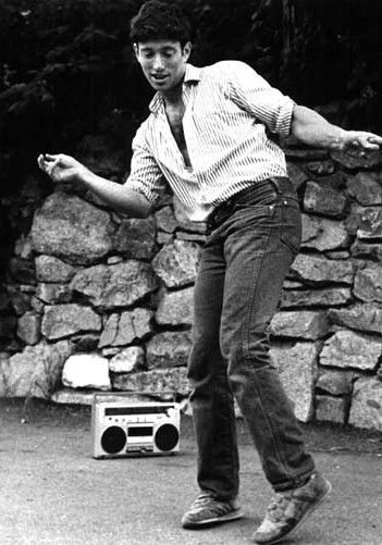 Jonathan Richman (Modern Lovers)  this pic sums up J R .brilliantly d.s