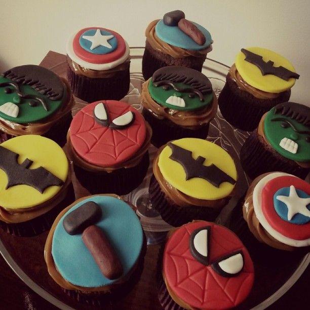 Cupcakes Super Heróis, um mais lindo e gostoso que o outro ❤ #festadodavi #vingadores #superheróis #festa #aniversário #cupcakes #docedeleite #cakedelicia #vemdemeldoce
