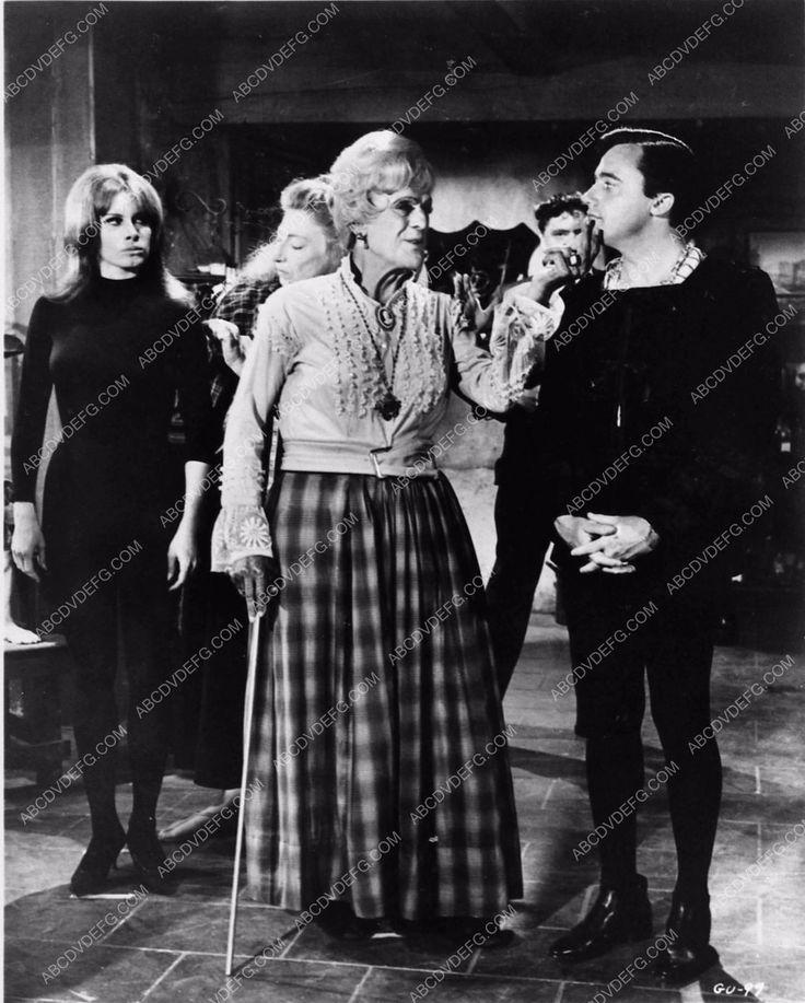 photo Boris Karloff in drag Robert Vaughn TV show The Girl from Uncle 1849-19