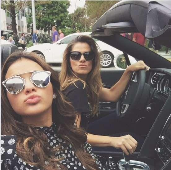 As divas Bruna Marquezine e Ingrid Guimarães com seus óculos de sol! #oculos #dior #so #real #soreal #chanel #boy #cc #sunglasses #oticas #wanny
