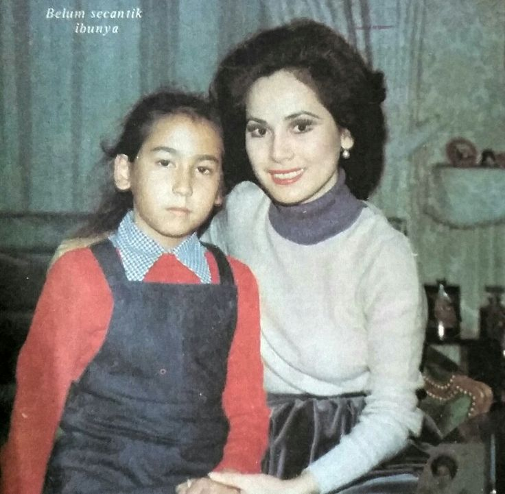 Dewi and her only daughter, Kartika Sari Soekarnoputri. Femina, Jan. 1977.