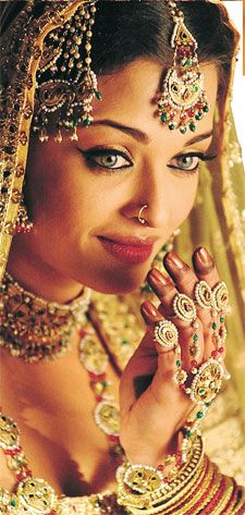 Aishwarya Rai in Umrao Jaan wearing beautiful indian jewellery