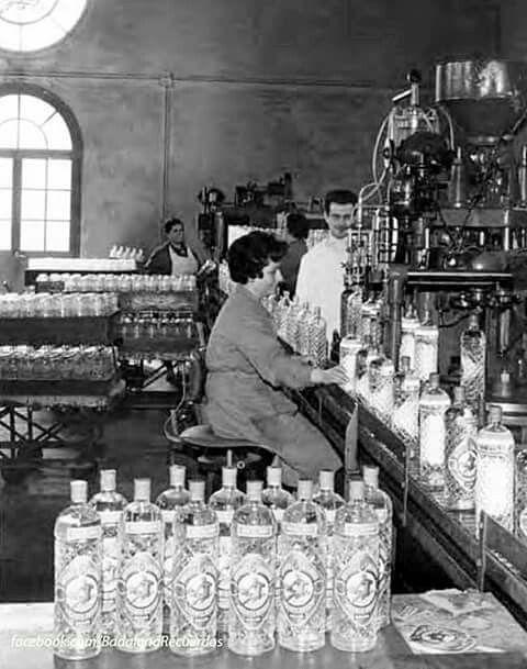 Anys 50, fàbrica  d'Anís del MONO, Badalona