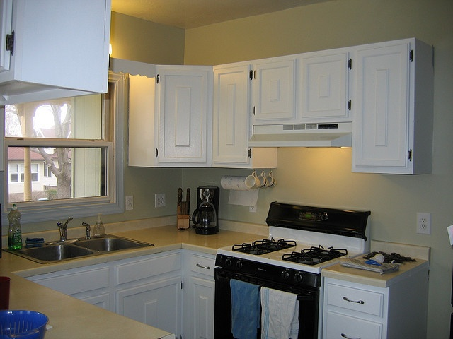 10 best ideas about benjamin moore camouflage on for Camouflage kitchen ideas