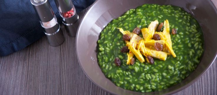 Risotto con spinaci, gallina e uvetta ricetta