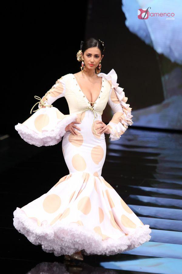 """Verónica de la Vega – """"La leyenda del tiempo"""" – Simof 2017   Moda Flamenca - Flamenco.moda"""