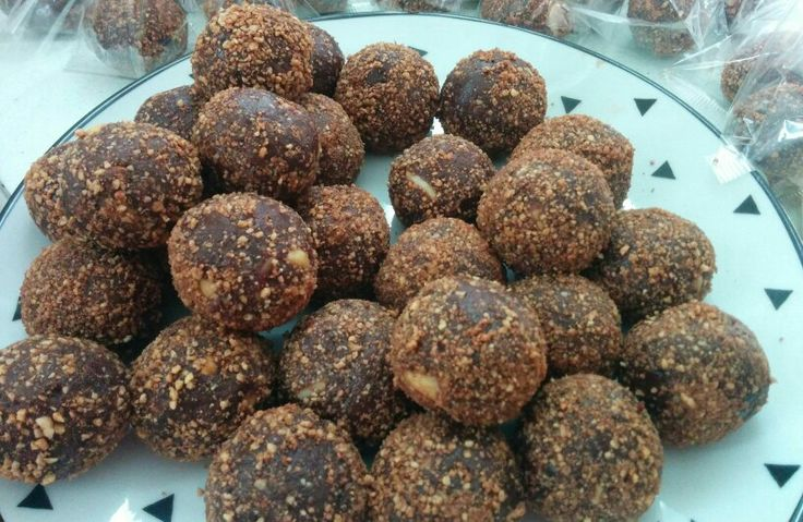 Bliss ball making time The king of the jungle  Salted peanut caramel #wild #free #nutritious #delicious #vegan #refinedsugarfree #glutenfree #jerf #blissballs #saltedcaramel #clean #healthy # snack #wildandfreeinc