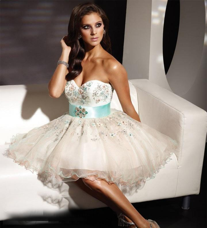 Designer White Short Ball Gown Beading And Embroider Sweetheart Neckline Prom
