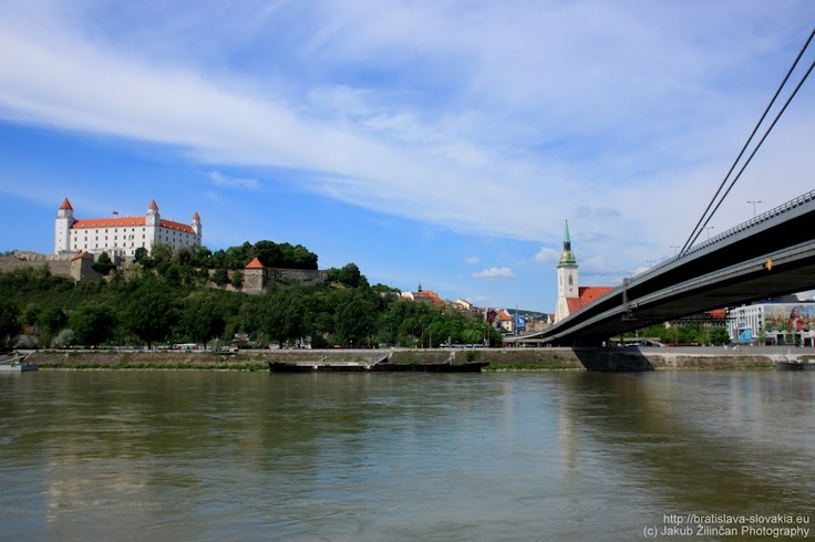 #Bratislava castle and St. Martin's Cathedral from #Petržalka side. More on http://bratislava-slovakia.eu/about-bratislava/bratislava-city-parts/old-town
