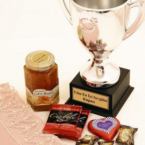 Yılın En İyi Sevgilisi Kupası Hediye Sepeti