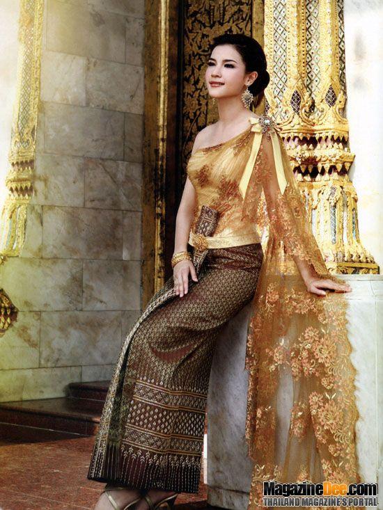 ชวนโพสต์รูปนักแสดงหญิงกับชุดไทย เนื่องในวันสตรีไทย 1 สค. 2556 - Pantip