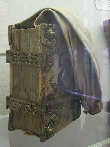girdle book