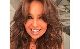 """Foto del trasero deThalía impacta las redes Thalía compartió en Instagram una fotografía que algunos seguidores han cuestionado, pues aseguran que aunque la cantante está bien conservada, nunca ha tenido """"tanto trasero"""" como se nota en la fotografía que compartió en Instagram."""