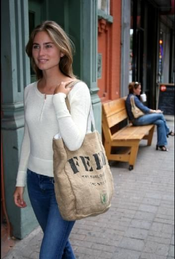 Love the simplicity of Lauren Bush's outfit. Even the burlap bag.